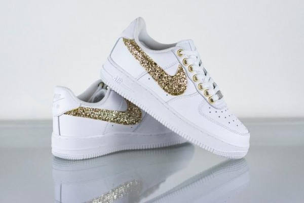 Sneaker NIKE AIR FORCE gold
